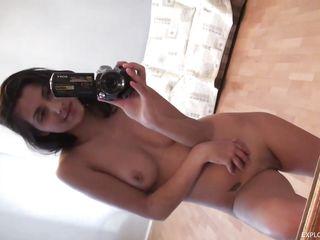 Молодая брюнетка порно онлайн
