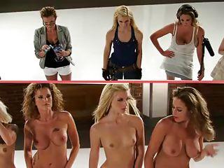 Фото голых девушек в трусиках