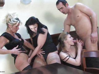 Жену возбуждает порно