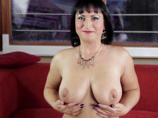 С маленькой грудью девушки порно онлайн