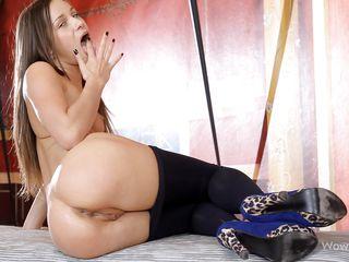 Порно девка дрочит член парню