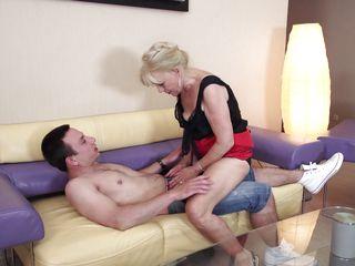 Старухи в кружевном нижнем белье секс