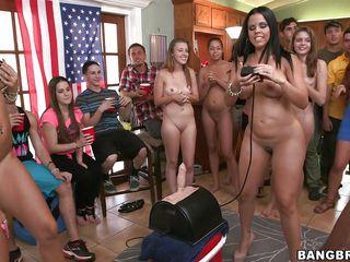 Бесплатное порно видео молоденьких девушек
