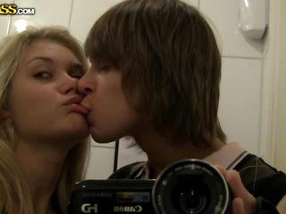 Переписка по вебкамере и раздевание секс