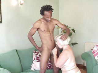 Домашнее порно жена сосет