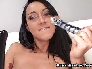 Порно дрочит секс игрушкой