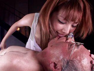 Муж снимает голую жену