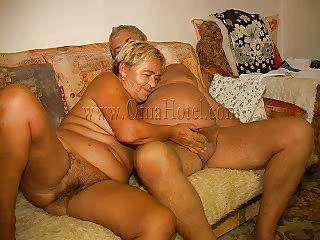 Секс сын дрочит на белье матери
