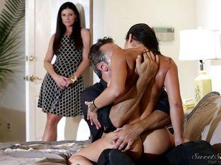 Смотреть порно на природе групповуха
