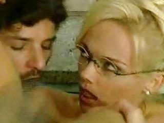 Порно двойное проникновение кончают внутрь
