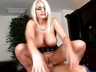 Порно онлайн грудастые секретарши
