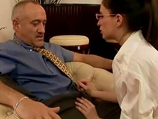 Порно видео бос траха молодую секретаршу руське