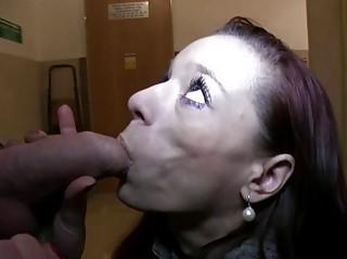 Порно парень снял шлюху