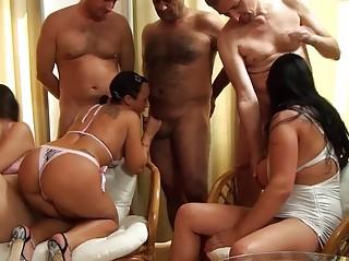 Порно онлайн любительская оргия