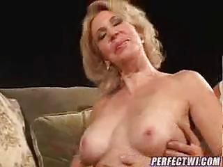 Зрелая домохозяйка и слесарь порно