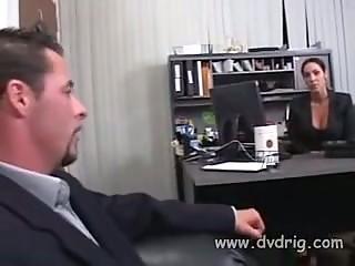 Порно начальница наглая лезбиянка совращаит секретаршу