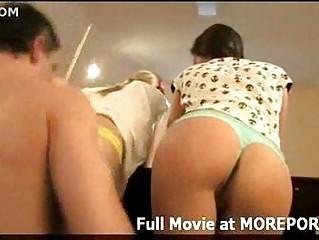 Девушке писают в рот порно видео