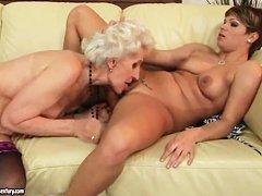 Смотреть голые старушки онлайн
