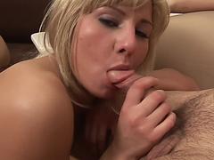 смотреть порно тощая горничная онлайн