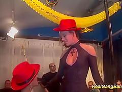 Порно извращенцы групповуха