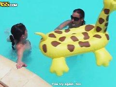 анал в бассейне