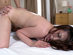Изнасивение пока муж спит жина порно видео