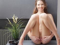 Порно видео между сисек