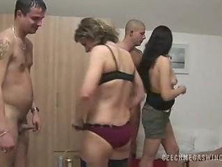Смотреть видео свингер вечеринок