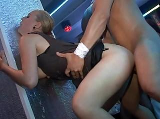 Грубый секс на улице