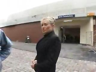Секс с чешской женщиной на улице